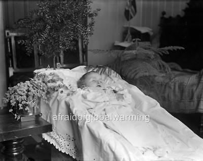 Postmortem Girl Lying In Bed Norway Oslo ca 1910 Photo Flowers
