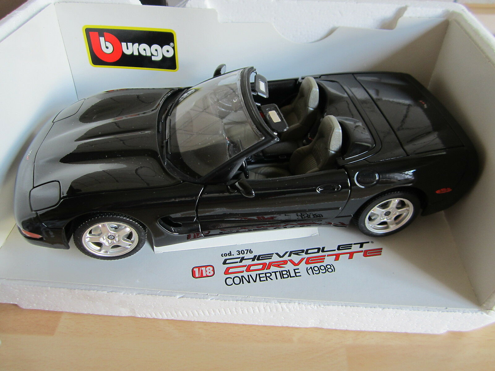 BURAGO 3076 Modèle voiture Chevrolet Corvette Convertible 1998 metallspritzguß