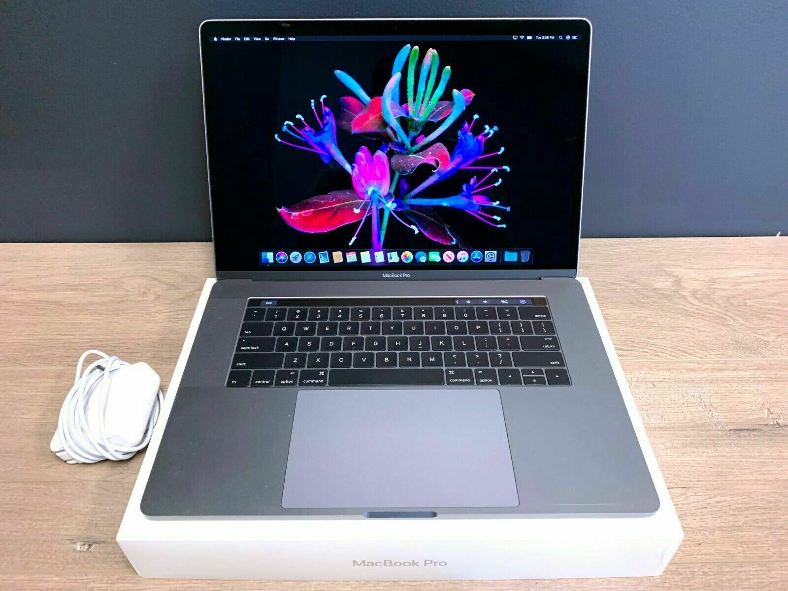 APPLE MACBOOK PRO 15 TOUCH BAR | NEW BATTERY | SPACE GRAY | A GRADE | 512GB SSD. Buy it now for 1549.00