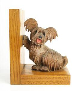 #3302 - Alte Buchstütze - Holz - kleiner Terrier - vollplastisch