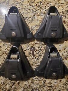 """Yakima Q towers with locks, 4x Q99 clips with """"E"""" pads EXCELLENT CONDITION"""