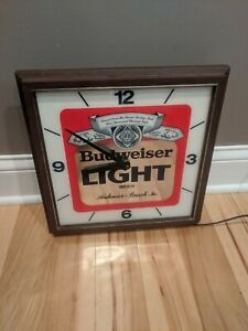 RARE-1983-WORKING-ELECTRIC-BUDWEISER-LIGHT-BEER-WALL-CLOCK-SIGN