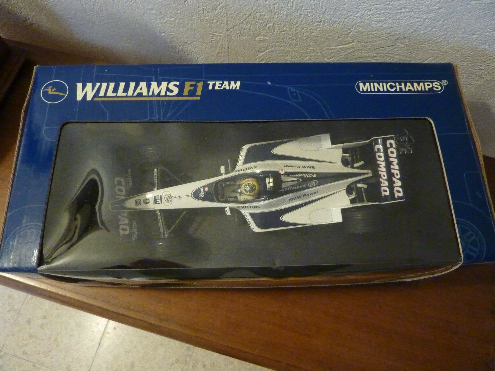 Williams BMW FW 22  2000  au 1 18 Minichamps