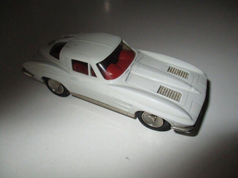 Brooklin models nº 21 Chevrolet Corvette Stingris 1963 crema 1 43  91