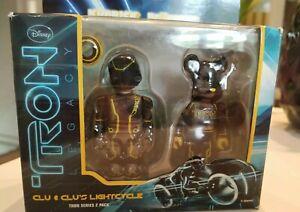 Tron Legacy Clu Kubrick et le pack de 2 vélos Lightcycle Bearbrick