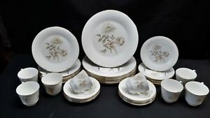 Royal-Doulton-England-Yorkshire-Rose-H5050-Set-of-8-Five-Piece-Place-Settings