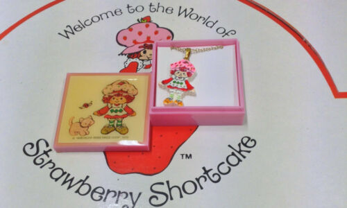 """STRAWBERRY SHORTCAKE /""""STRAWBERRY /""""VINTAGE NECKLACE AMERICAN GREETINGS CORP 1985"""