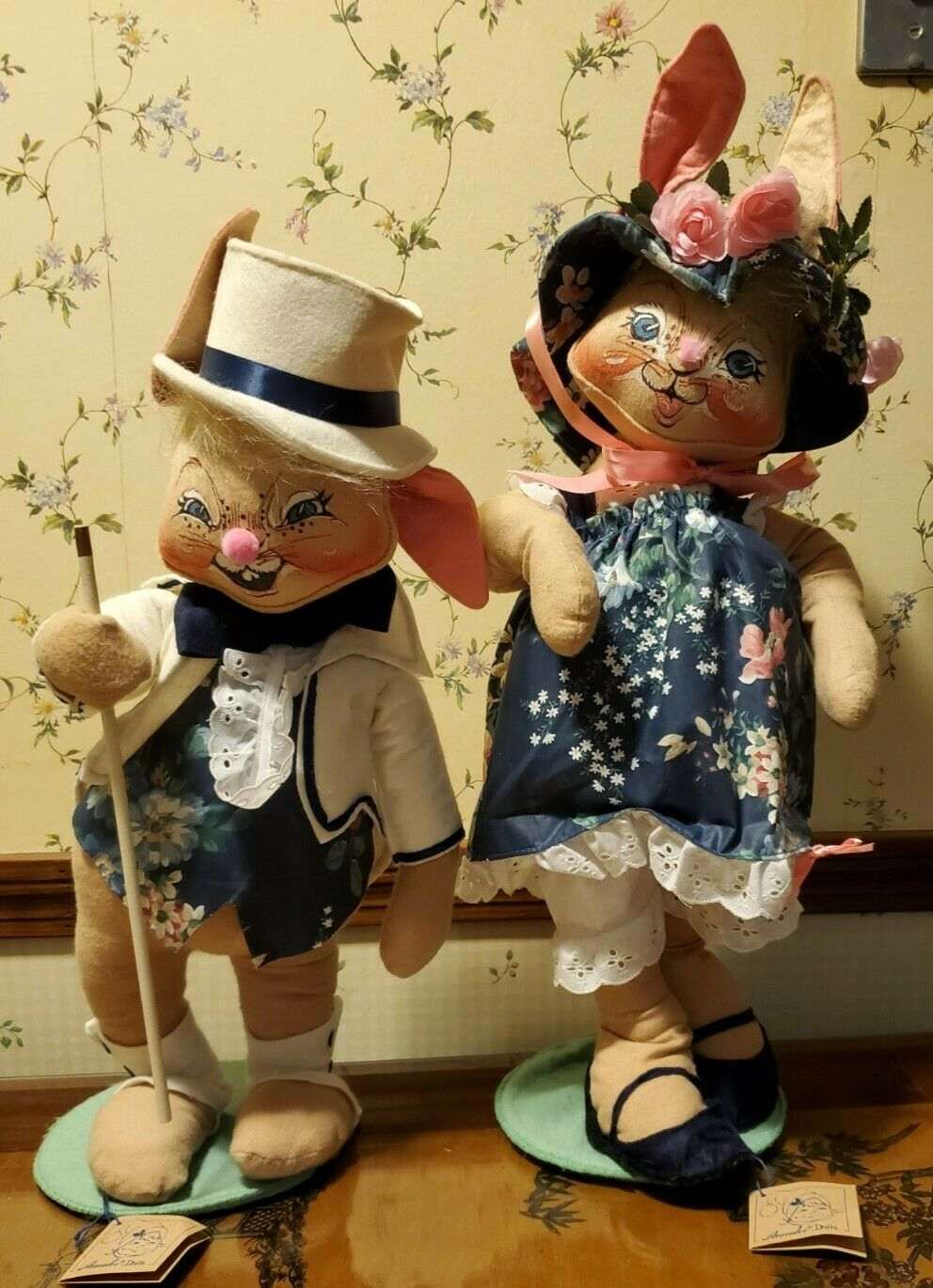 "ANNALEE DOLLS DECORATIVE 18"" MR & MRS EASTER BUNNY SET,  0715 &  0710"