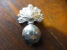 Ancien insigne plaque grenade de casque RF REPUBLIQUE FRANCAISE 100% original !!