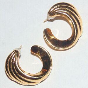 Vintage-1980s-signed-Monet-gold-tone-spiral-swirl-pierced-post-earrings