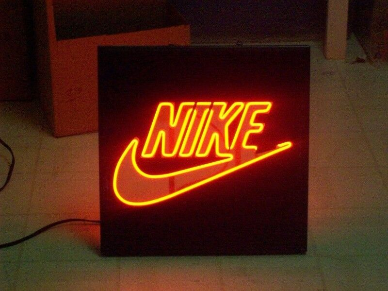 ***WANTED*** Nike Memorabilia,Store Displays,Lockers/Cabinets,Signs,Benches,Posters,Lights