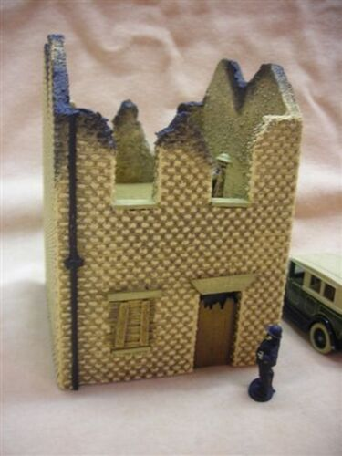 28MM PMC GAMES BT07 PAINTED BURNT OUT TWO STOREY HOUSE MEDIEVAL