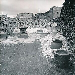 POMPEI-c-1960-Meules-de-Boulanger-Amphores-Italie-Div-6357