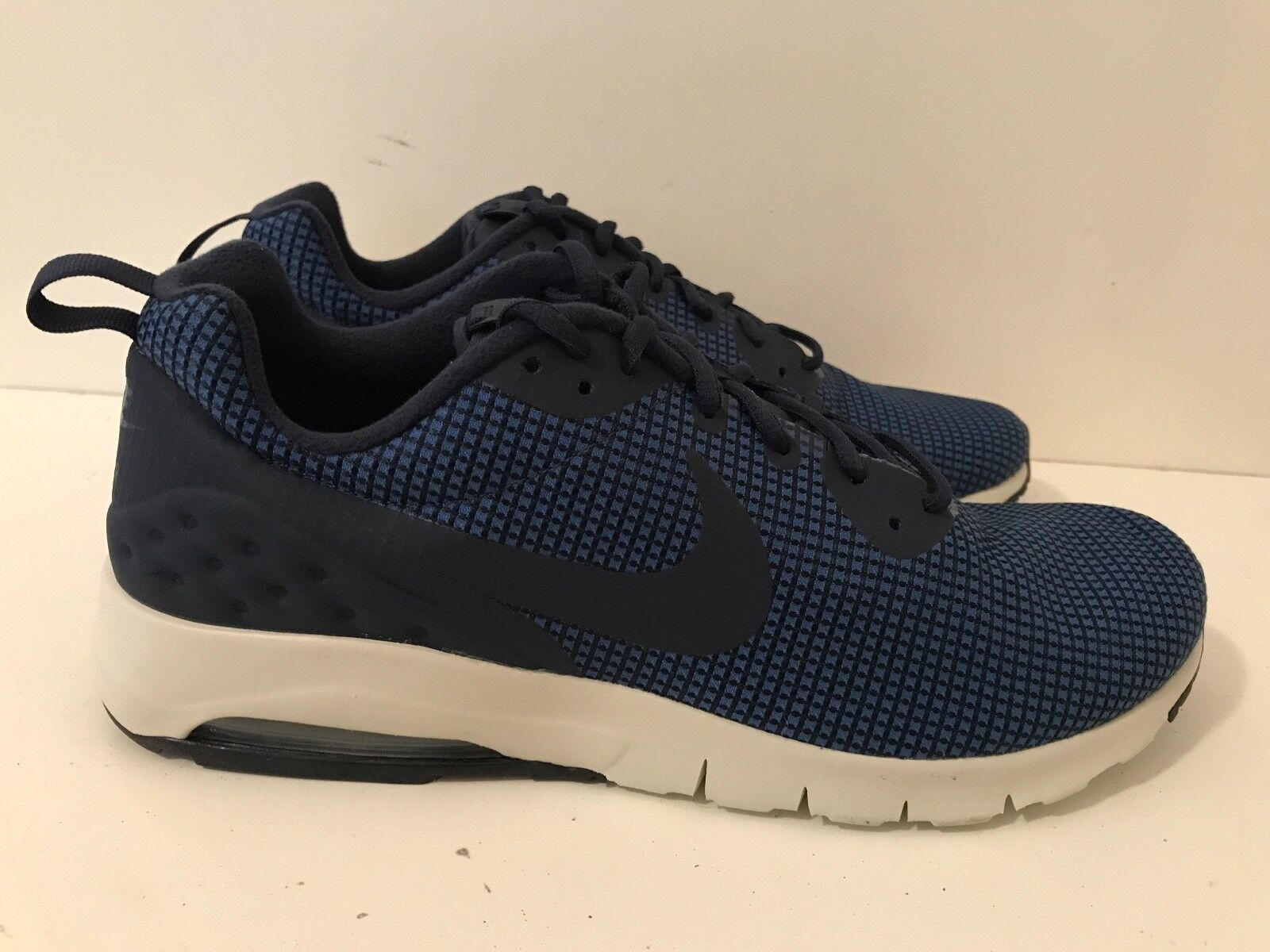 Nike Air Max Motion Low Mens Trainers Navy