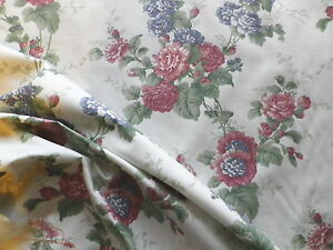 Sale-Vintage-Village-Cotton-Interiors-or-Dress-Fabric-Blue-amp-Red-Roses-on-Ivory