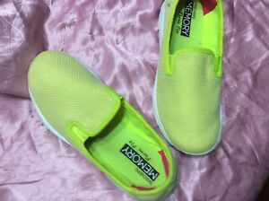 "0b033874bef Skechers Go Walk Slip-on Shoes Women s Size 8 Extra Wide ""Lime"" Used ..."