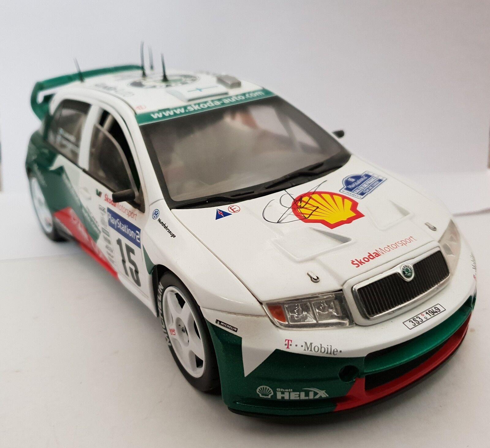 1.18 SKODA FABIA WRC SIGNED