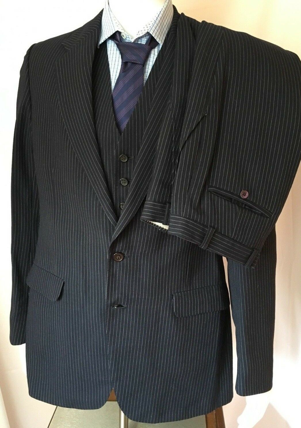 Hardy Amies 3 piece navy pinstriped wool suit 32x35 40 long