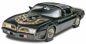 Revell-Smokey-and-the-Bandit-1977-Pontiac-Firebird-1-25-scale-model-car-kit-4027