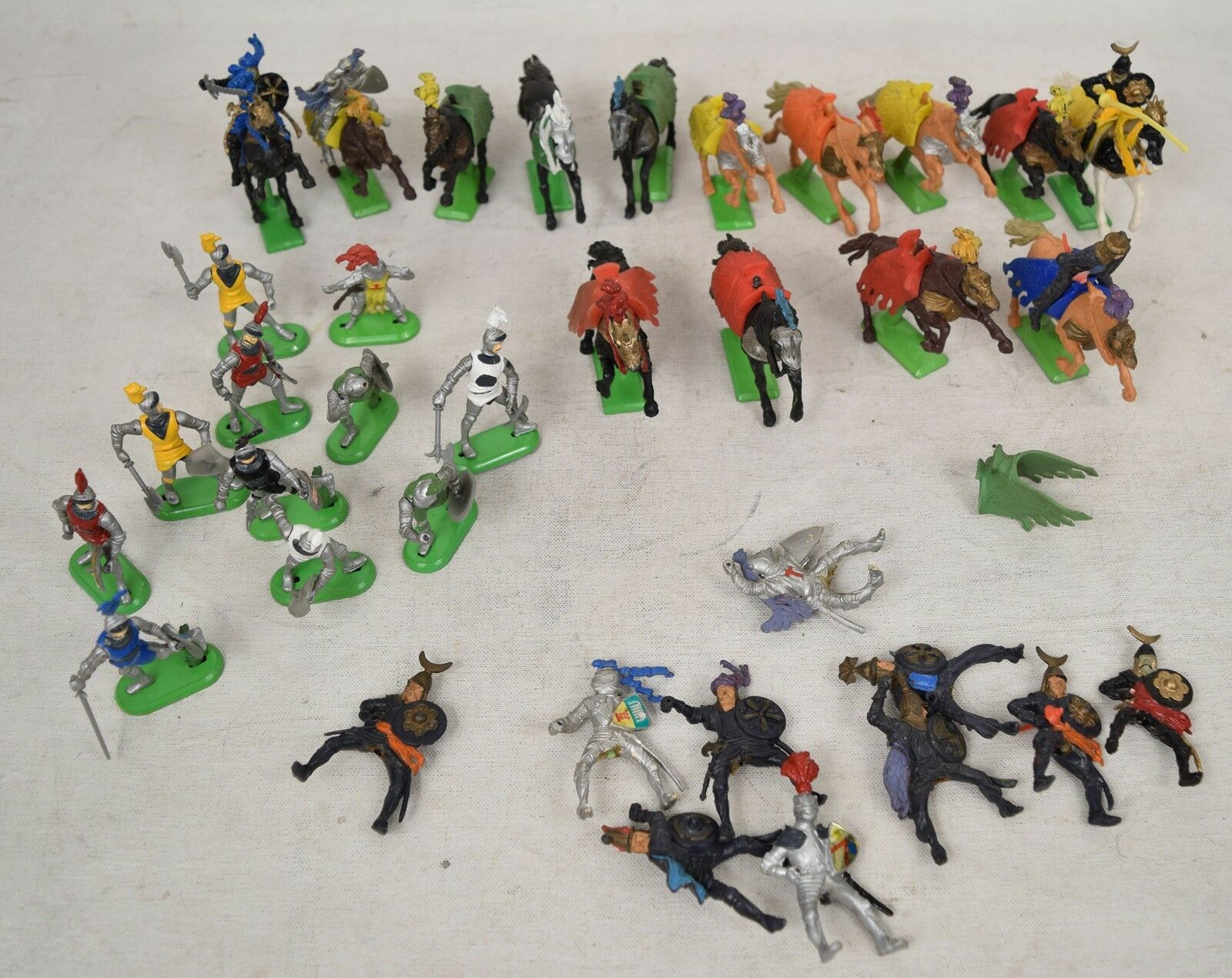 Britains LTD 1971 Deetail Medievel Knights Horses Crusaders 14 Horses 14 Riders