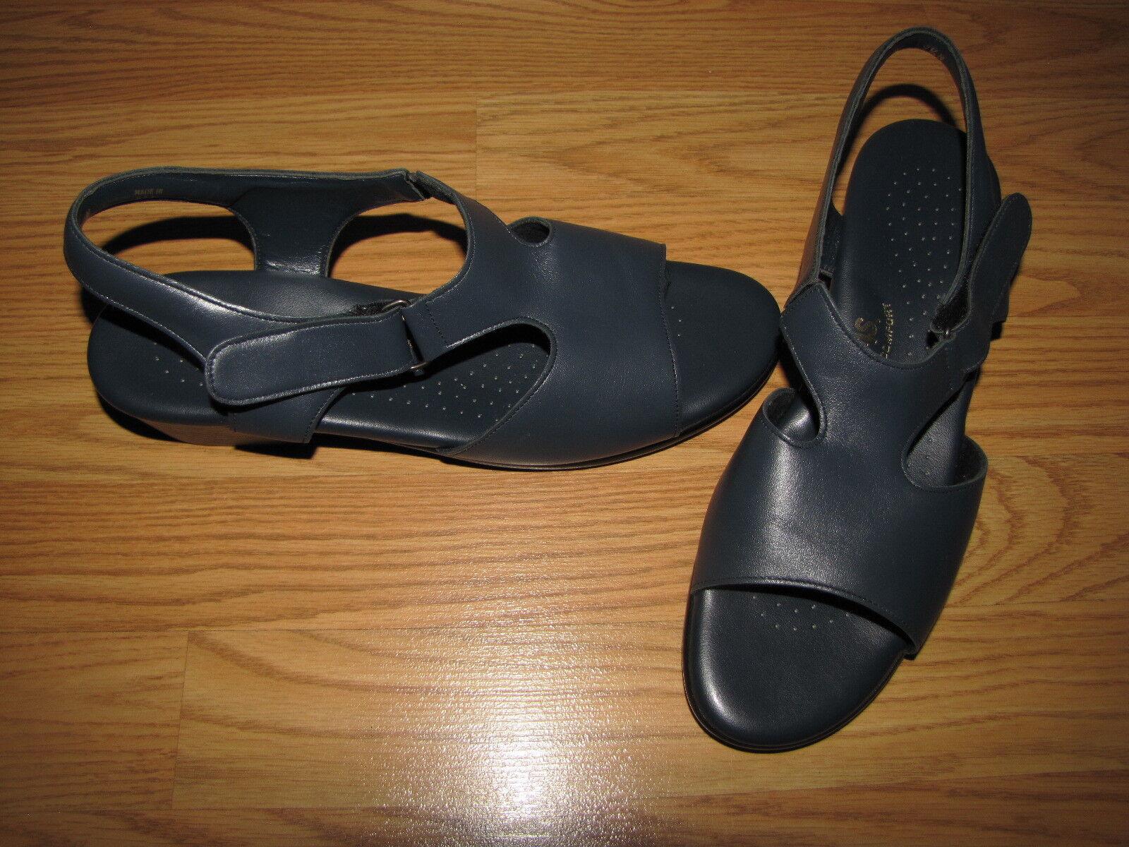 NWOB SAS 'Suntimer' Navy Kitten Heel Sandals - 9.5N European 41