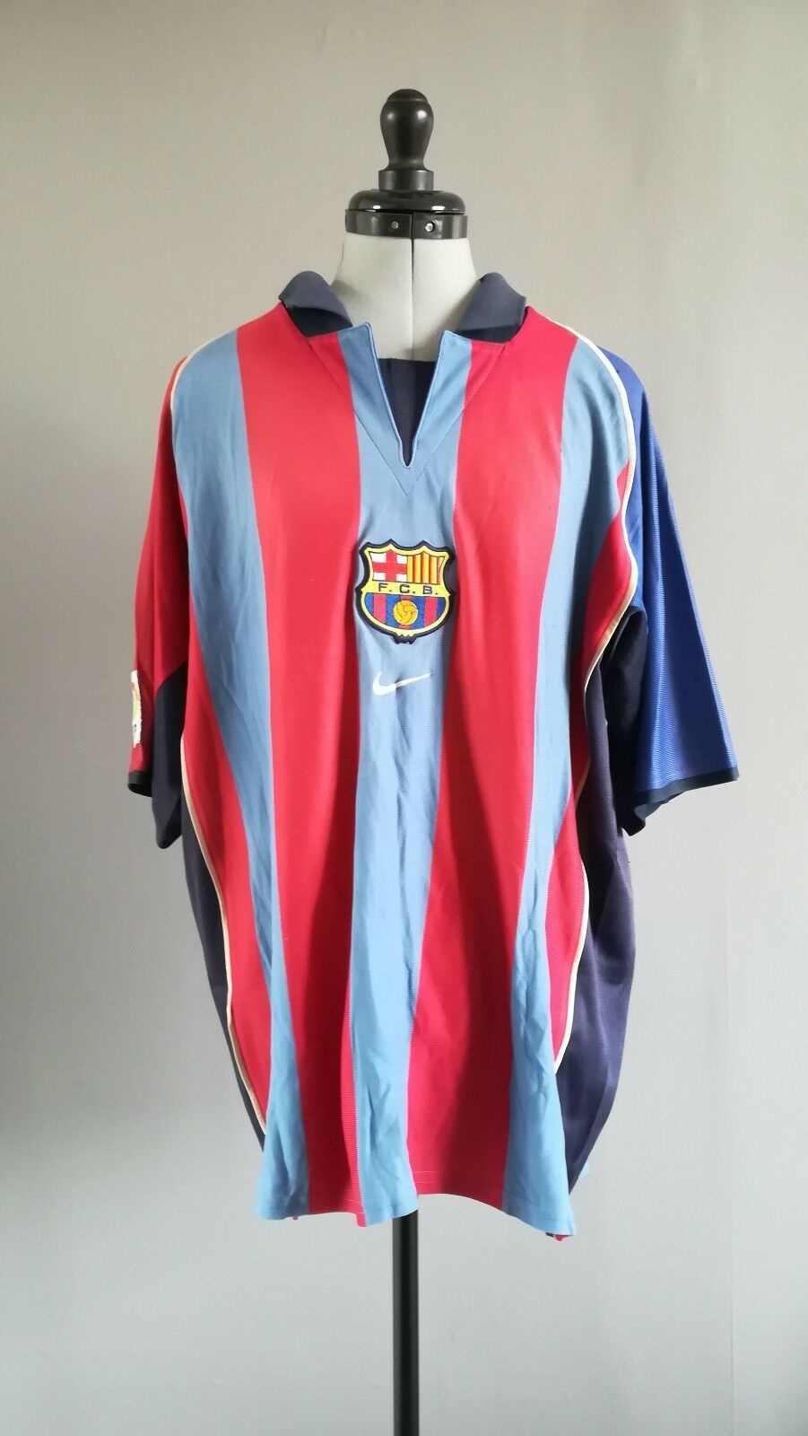 Maillot FOOTBALL VINTAGE COLLECTION  FC BARCELONE 2001-2002  size  XL