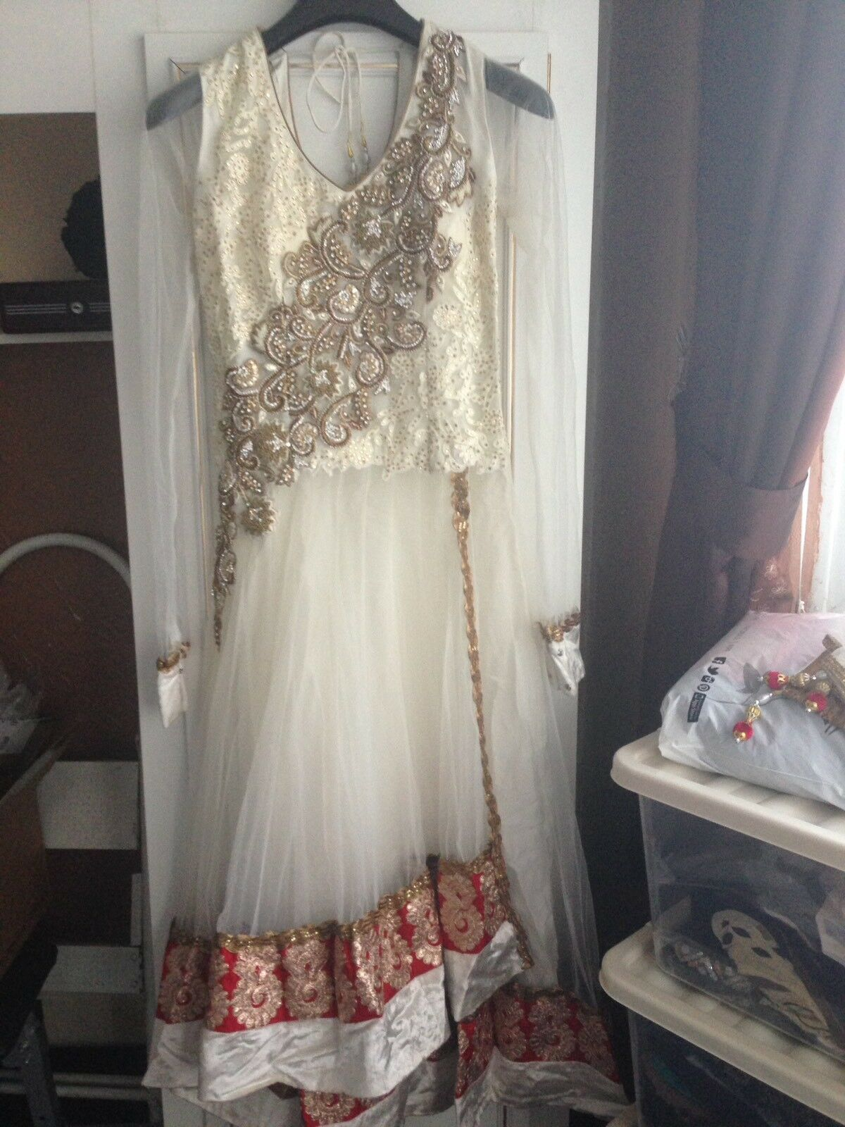 Asian Women's Ivory & Red Outfit Weddings Eid Diwali parties Size 8 10