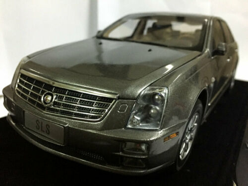1:18 Cadillac SLS Die Cast Model Gold RARE