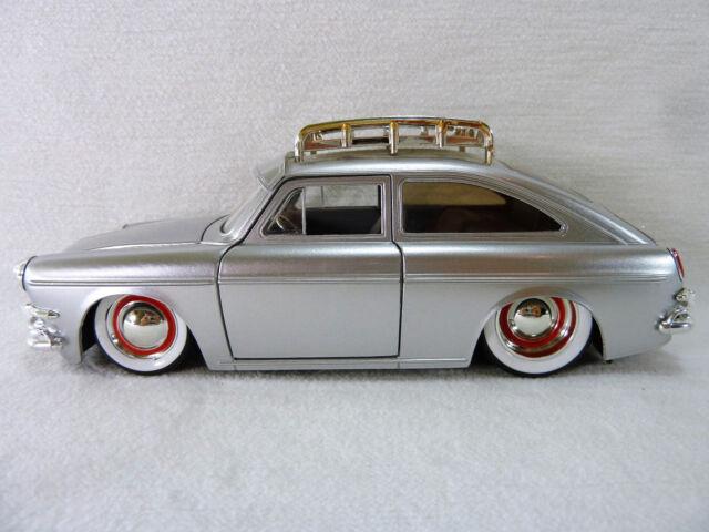 jada v dubs 1965 vw volkswagen 1600 tl fastback 1 24. Black Bedroom Furniture Sets. Home Design Ideas