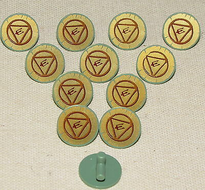 LEGO LOT OF 12 NEW ROUND SAND GREEN ROUND SHIELDS WITH TRIANGLE PATTERN