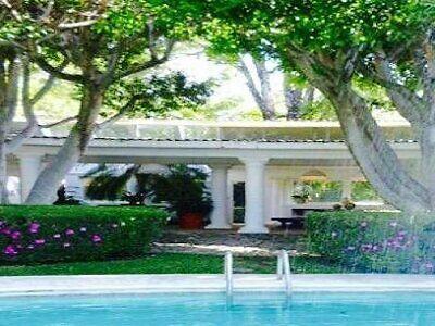 Espectacular casa,vigilancia,en 1 nivel,gran jardín y alberca.