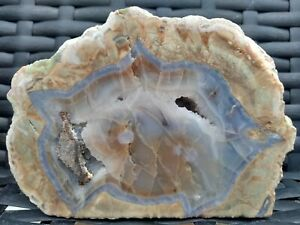 Mt-Lyall-thunderegg-4-5-034-unpolished-Geode-blue-agate-brown-jasper-carnelian