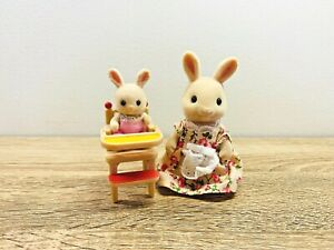 Sylvanian-Families-Buttermilk-Rabbit-Kate-Henry-Periwinkle-Baby-High-Chair