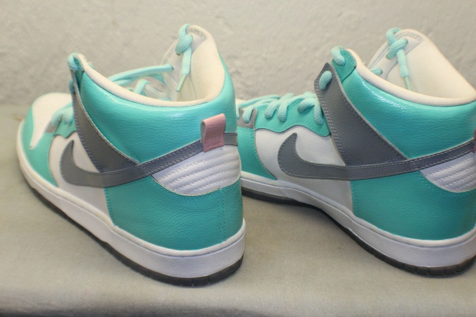 Men custom painted Nike Dunks. Size 12, new comes with extra pair of white laces