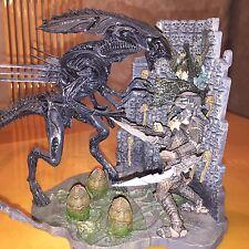 Alien Queen AVP w/ Base Alien vs Predator McFarlane Toys Loose Diorama Play set