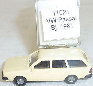 Beige-VW-Passat-Annee-de-Construction-1981-imu-Modele-Europeen-11021-H0-1-87