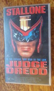 Judge-Dredd-VHS-1995-Sci-Fi-Danny-Cannon-Stallone-Roadshow-Small-Case-Release