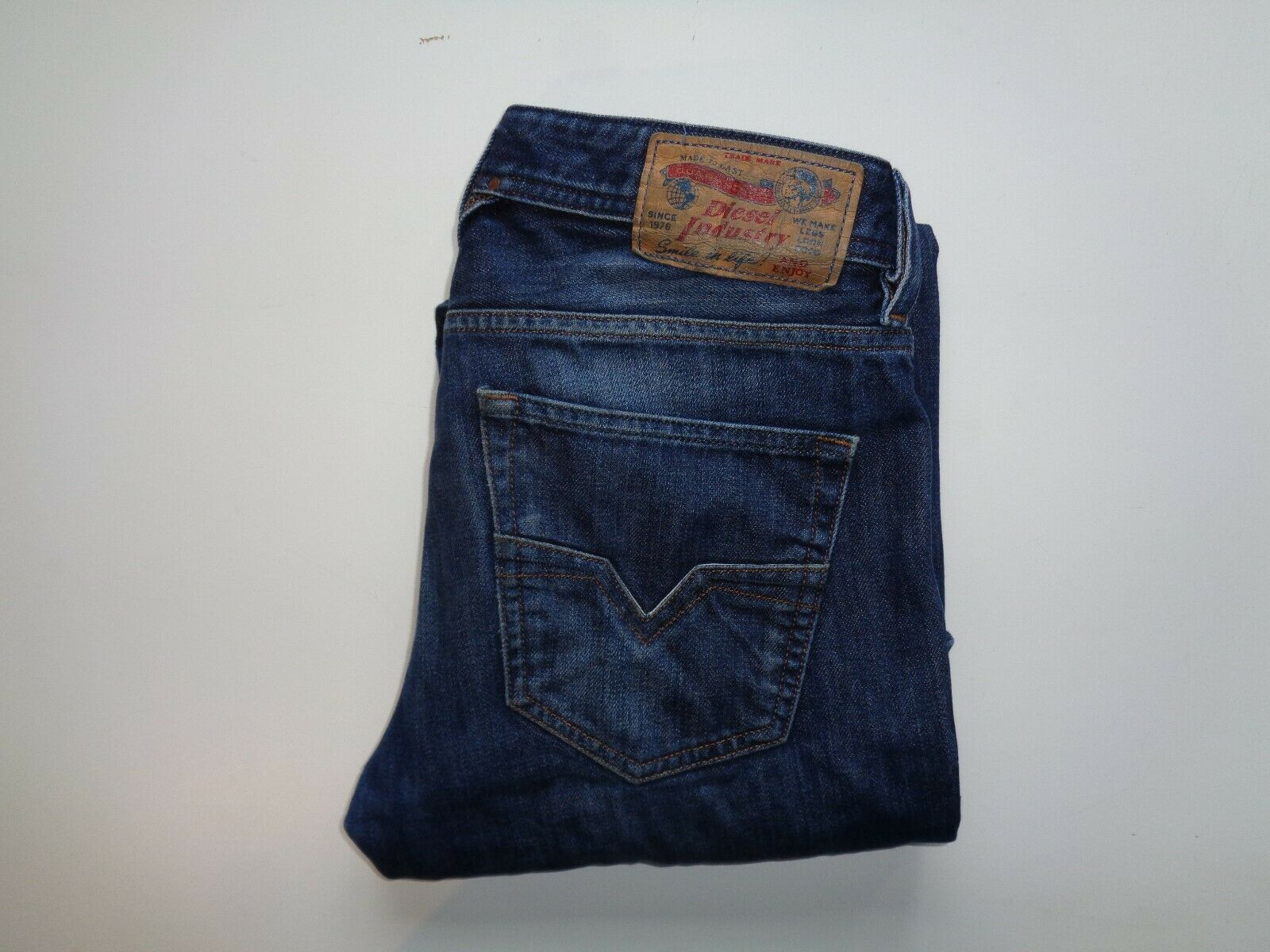 DIESEL Larkee 0823G Dark blu Jeans Girovita 28  X Gamba 28  Da Uomo Regolare Dritto