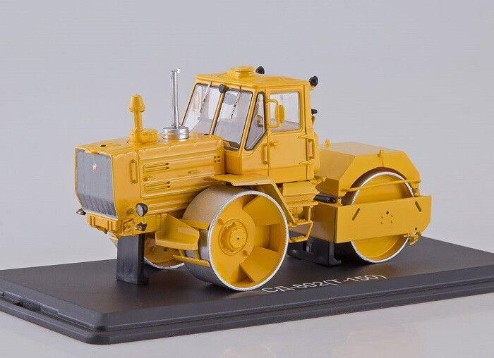 Start Scale Models (SSM) 1 43. SD-802 (T-150K) Russian Asphalt Roller.  | Shop Düsseldorf