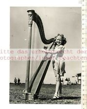 ORIGINAL PRESSEFOTO: 1953 WELSH BARDIC CROWN GOES TO A HARP PLAYING WOMAN