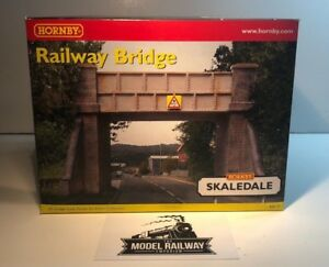 HORNBY 00 GAUGE SKALEDALE - R8570 - RAILWAY BRIDGE - USED BOXED RARE