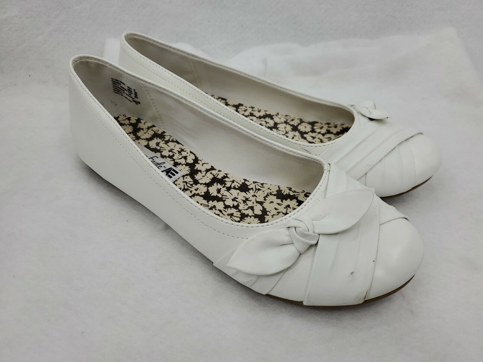 American Eagle Womens Shoes Size 8 White Slip On W/ Bow Round Toe Walkers Comfy