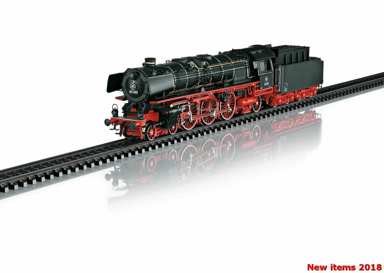 Express Steam Locomotive with a Tender, Road Number 01 202 MARKLIN 039005
