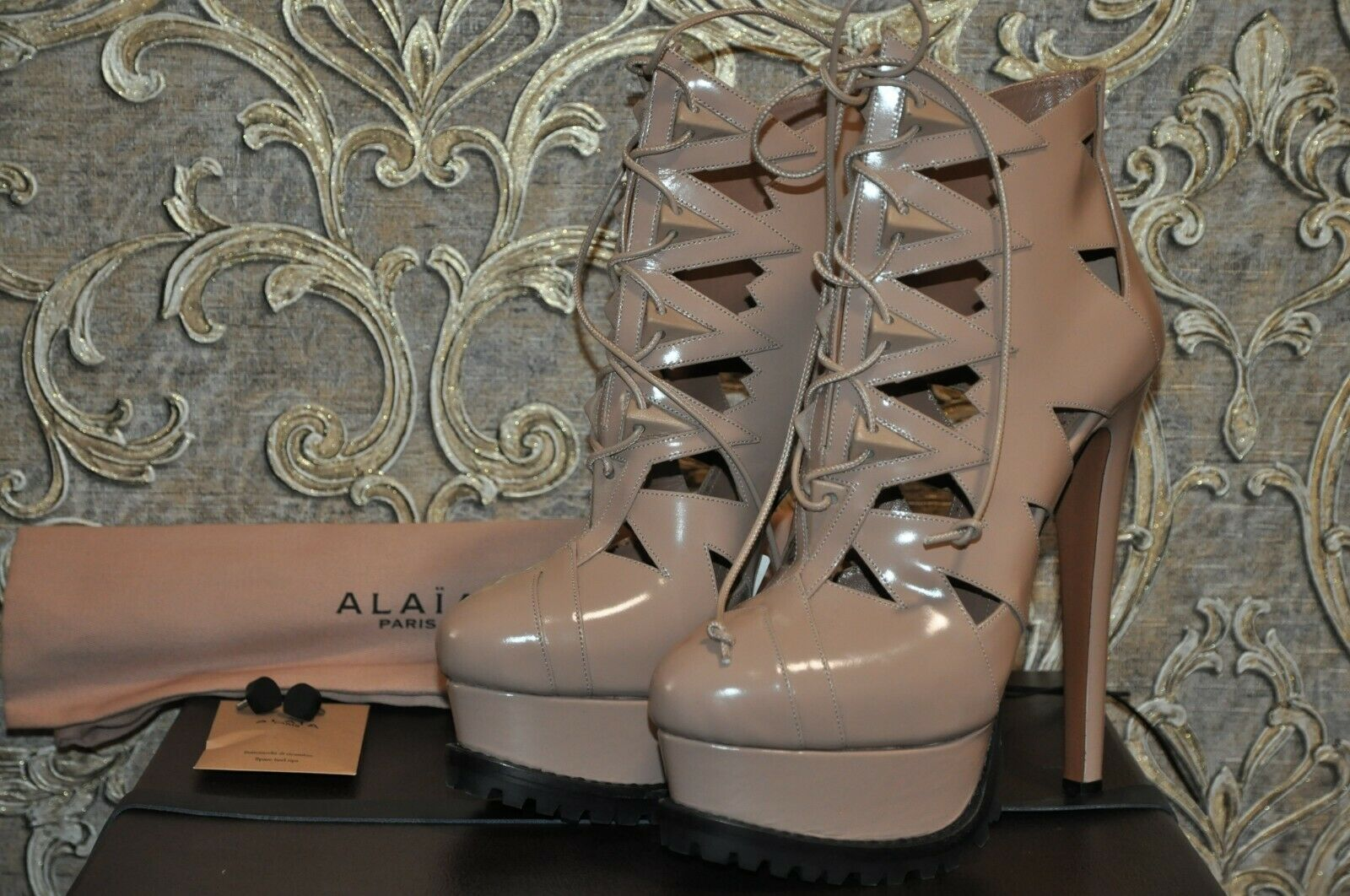 Authentic New Alaia Beige Leather Cut Out Platform Lace Up Ankle Boots,39.5 9.5