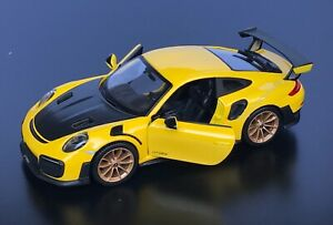Maisto 2018 Porsche 911 Gt2 Rs 1 24 Yellow Diecast Car Ebay