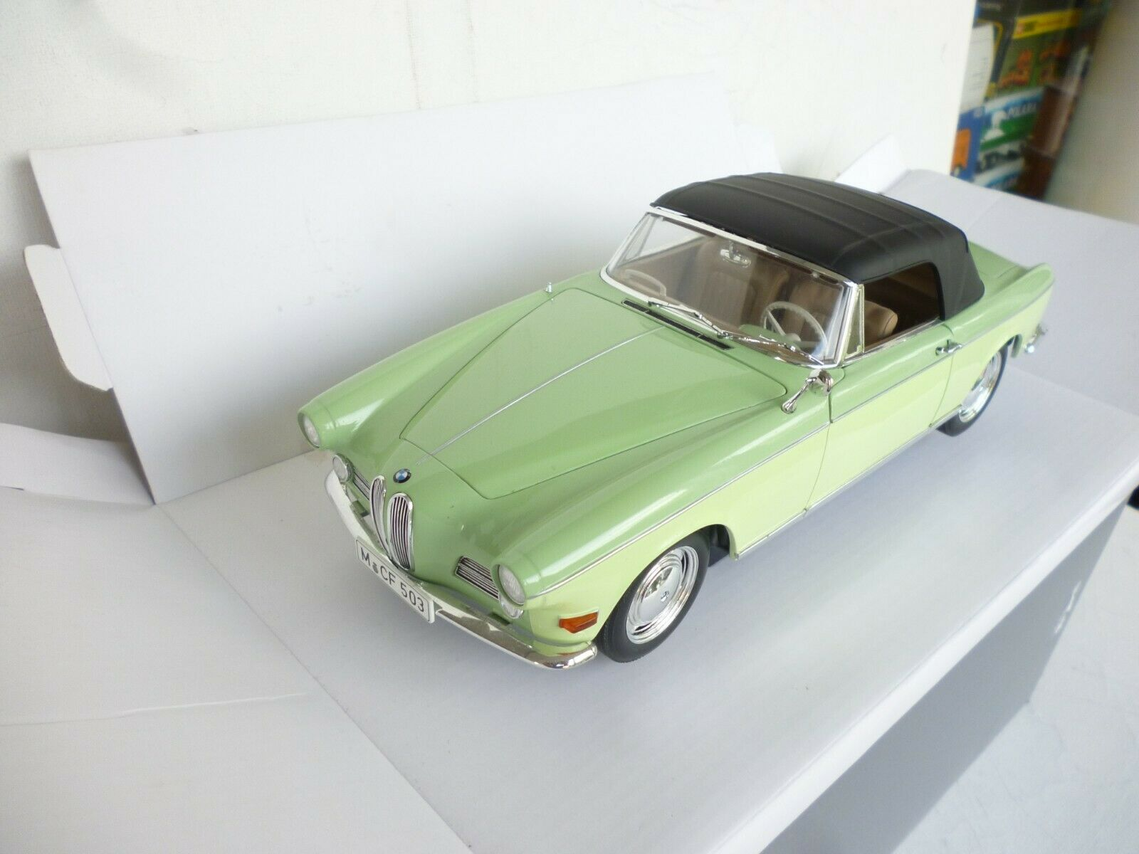 Revell 1 18 Scale Diecast - BMW 503 Converdeible Two Tone verde Dealer  BOX
