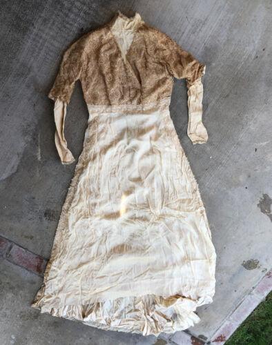 ANTIQUE High Neck Lace Irish Wedding DRESS With Sk