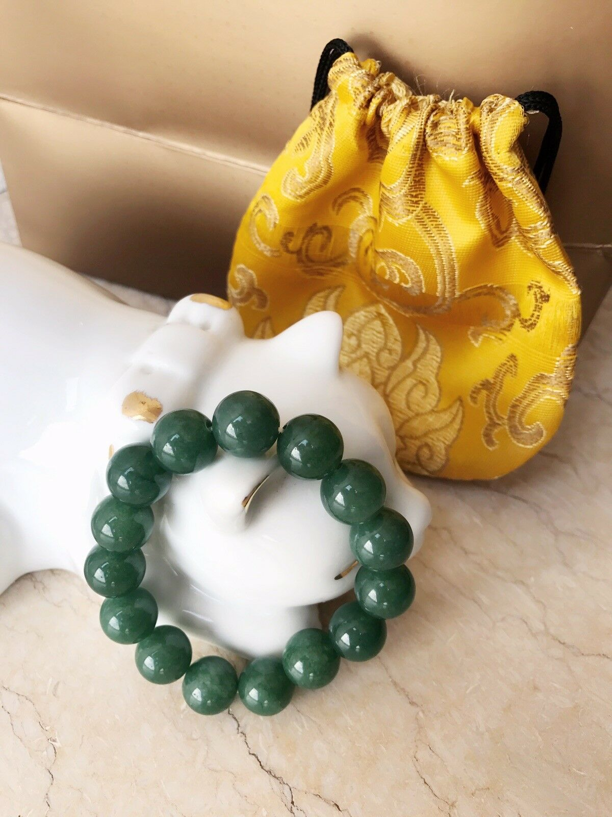 Auth jade bean bracelet with silk red gold Pouch