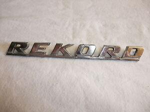 ot-Original-Oldtimer-Auto-Emblem-Typenschild-alter-Schriftzug-Marke-Opel-REKORD
