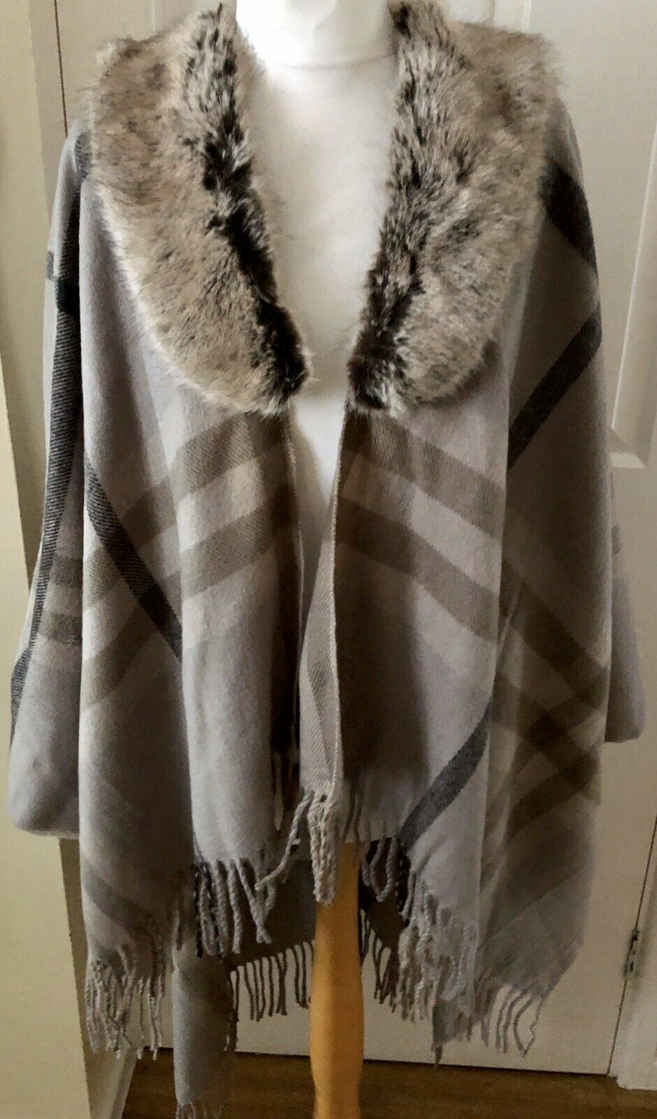 NEW WITH TAGS FUR COLLAR CHECK WRAP / Shawl Blanket Tweed Retails SALE !!